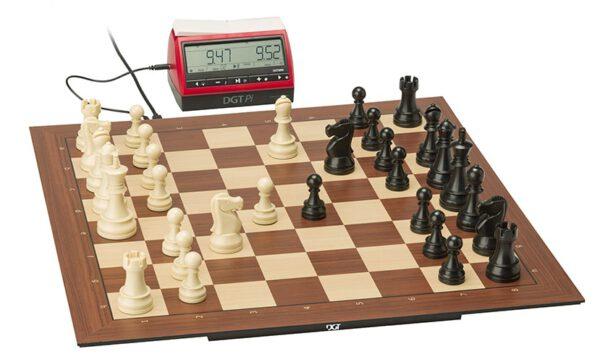 DGT Smart Board met Plastic Electronic Chess Pieces en DGT Pi