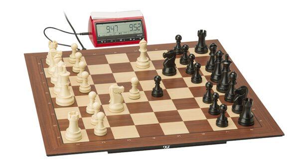 DGT Smart Board met Plastic Electronic Chess Pieces en DGT3000